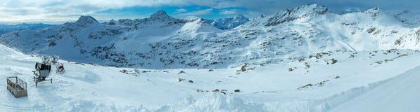 Stazione sciistica Molltaler Gletscher (Austria) di inverno di mattina. Fotografia Stock