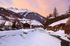 Stazione sciistica Solden Austria delle montagne al tramonto Fotografia Stock Libera da Diritti