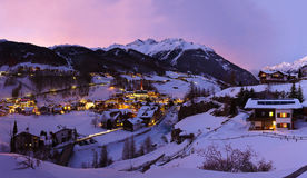 Stazione sciistica Solden Austria delle montagne al tramonto Fotografia Stock