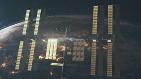 Stazione Spaziale Internazionale sopra pianeta Terra girante video d archivio