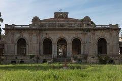 Stazione termale antica in Livorno, monumento architettonico di costruzione di sbriciolatura in Italia Fotografia Stock Libera da Diritti