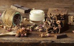 Stazione termale casalinga con gli ingredienti naturali, terapia con cioccolato fotografia stock libera da diritti