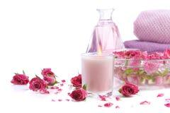 Stazione termale con i petali di rosa Immagini Stock Libere da Diritti