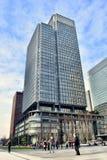 Stazione vicina moderna Giappone di Tokyo dell'edificio per uffici immagine stock libera da diritti