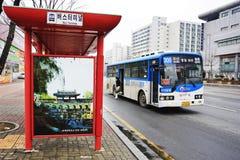 Stazioni e bus pubblici coreani Immagine Stock