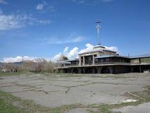 Stazioni turistiche abbandonate nel lago Sevan, Armenia Fotografia Stock Libera da Diritti