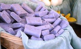 Stäbe der Lavendelseife Lizenzfreie Stockfotografie