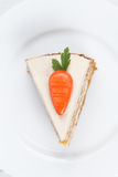 Stück des geschmackvollen Karottenschwammkuchens mit Gebäck Stockbild