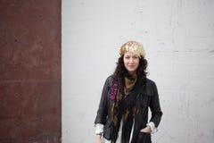 Städtischer böhmischer Mode-, weißer und Roterhintergrund Stockfotografie