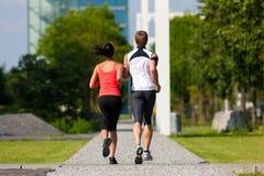 Städtischer Sport - Eignung in der Stadt Stockfotos