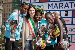 24ste uitgave van de Marathon van Rome, de ceremonie van de vrouwen` s toekenning Stock Foto