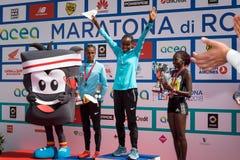 24ste uitgave van de Marathon van Rome, de ceremonie van de vrouwen` s toekenning Stock Afbeelding
