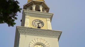 Steadicam που πυροβολείται του αναμνηστικού πύργου ρολογιών βασίλισσας Victoria στην πόλη του George, Penang, Μαλαισία απόθεμα βίντεο