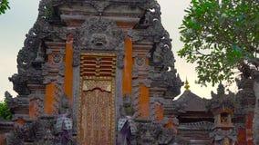 Steadicam που πυροβολείται του ναού Pura Taman Saraswati, Ubud πρεσών φιλμ μικρού μήκους