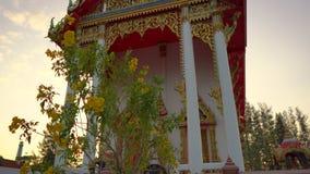 Steadicam сняло виска Wat Srisoonthorn на острове Пхукета, Таиланде o видеоматериал