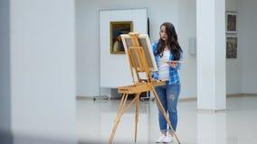 Steadicam dziewczyna artysty działanie 4K zbiory