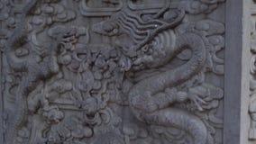 Steadicam sköt av en stenobelisk som täcktes med drakemodeller som inom placerades av en inre del av Forbiddenet City - lager videofilmer