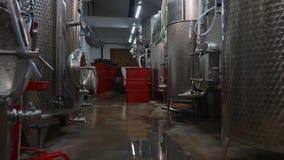 Steadicam a tiré du petit établissement vinicole Industrie d'alcool, aucune personnes clips vidéos