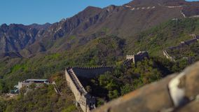 Steadicam tiró de la Gran Muralla de China La cámara baja las escaleras de la pared almacen de metraje de vídeo