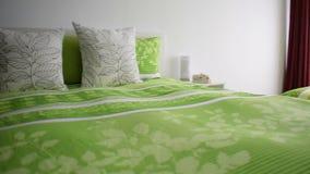 Steadycam dolly strzelał piękna luksusowa sypialnia zdjęcie wideo