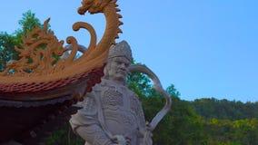 Steadycam tiró de un templo budista Ho Quoc Pagoda en la isla de Phu Quoc, Vietnam metrajes