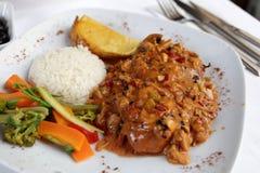 Steak au poivre avec du riz et des légumes Photos libres de droits