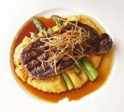 Steak auf einer Platte Stockbild