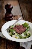 Steak Caesar Salad Lizenzfreie Stockbilder