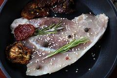 Steak in der Bratpfanne Stockfotografie
