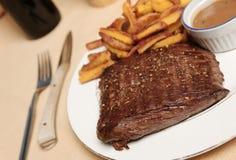steak för 2 frite arkivbild