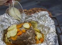 Steak gebraten mit Gemüse in der Folie Lizenzfreie Stockbilder