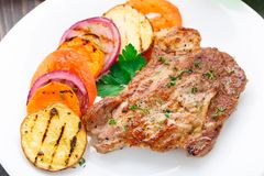 Steak with grilled vegetables on a plate Stock Photos