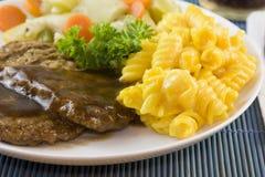 Steak hâché Avec des macaronis photo stock