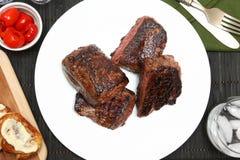 Steak, kohlenhydratarmes Brot, Peppadew-Pfeffer Stockbilder