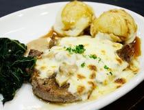 Steak med champinjonsås Fotografering för Bildbyråer
