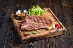 Steak med grönsaker royaltyfri bild