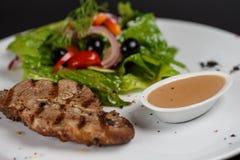 Steak med grönsaker Royaltyfri Fotografi