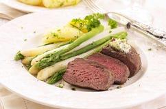 Steak med sparrisen Royaltyfria Foton