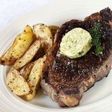 Steak mit Herbed Butter Stockbilder