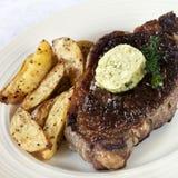 Steak mit Herbed Butter Stockbilder