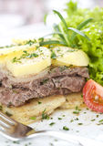 Steak mit Kartoffeln Stockfoto