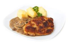 Steak mit Kartoffeln und Pilzen Lizenzfreie Stockfotos
