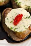 Steak mit Kräuterbutter Stockbild