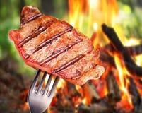 Steak på en gaffel. Royaltyfri Bild