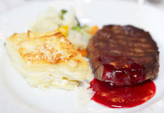 Steak with potato au gratin and vegetables Stock Photography
