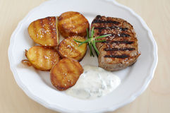 Steak with potato wedges Royalty Free Stock Photography
