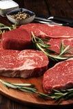 Steak roh Grillen Sie Rib Eye Steak, trockenes gealtertes Wagyu-Mittelrippe vom Rind-Steak stockfotos