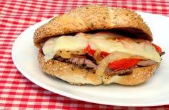 Steak-Sandwich Lizenzfreie Stockfotos