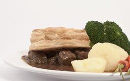 Steak-Torte und Veg Abendessen stockfoto