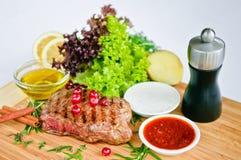 Steak u. Gemüse Stockbilder